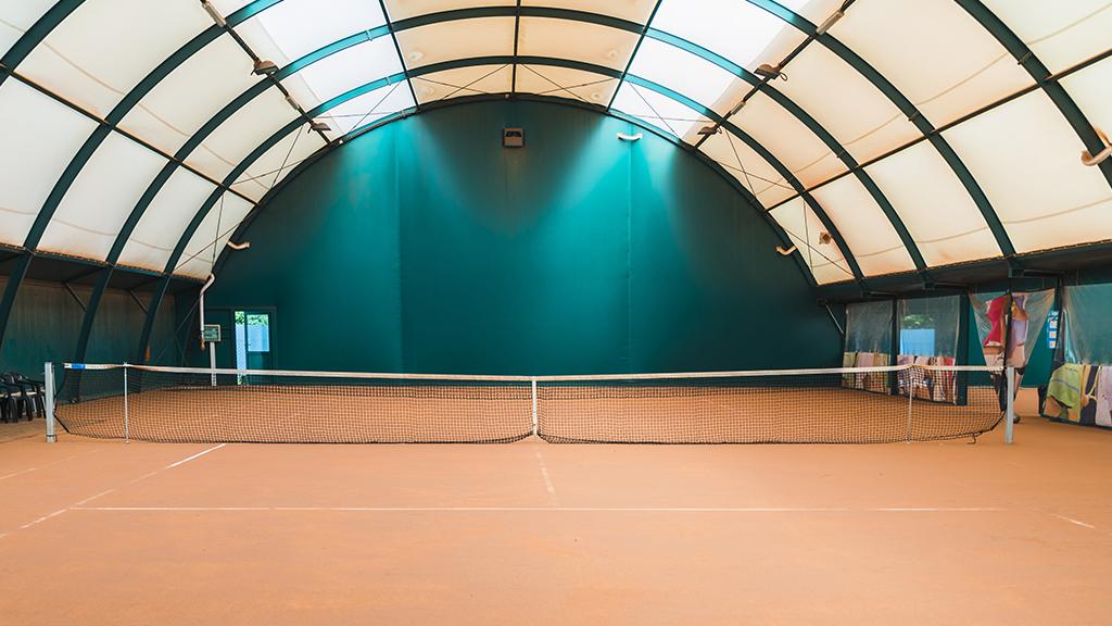 illustration de la signification de l'indoor au tennis