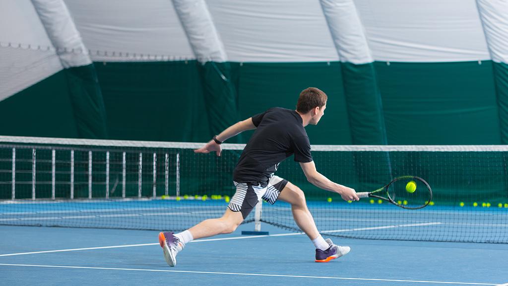 Illustration de la définition du passing shot au tennis