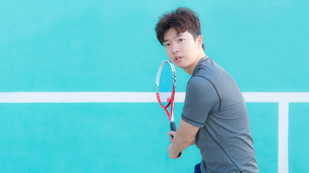 Illustration de la définition du revers au tennis